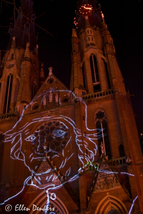 Glow - Labyrinth of Pasion - door Les Orpailleurs du Lumière